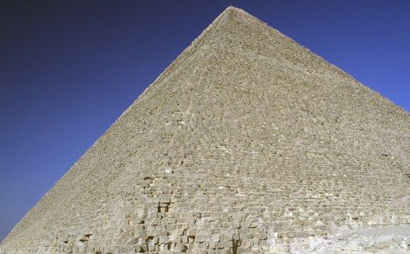 Залезшему на пирамиду Хеопса